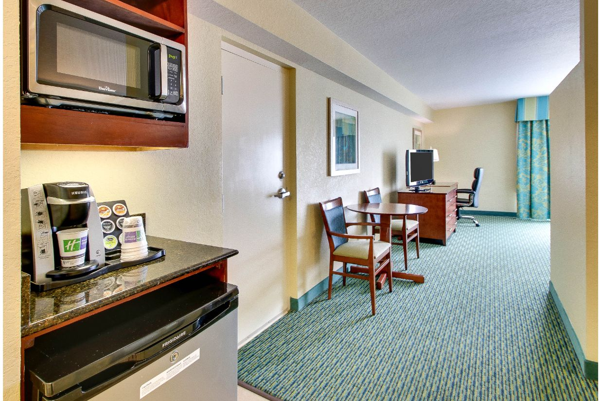 Picture of: Kidsuites With Two Bunk Beds Near Disney World Holiday Inn Resort Orlando Lake Buena Vista